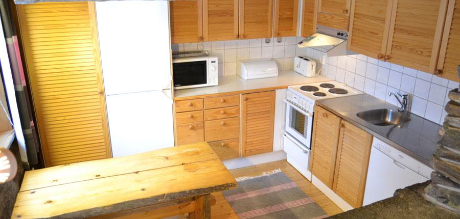finland_lapland_pyhä_Log_Cabins _(3 stars)_2_room_mezzanine_superior_cabin_kitchen2.jpg